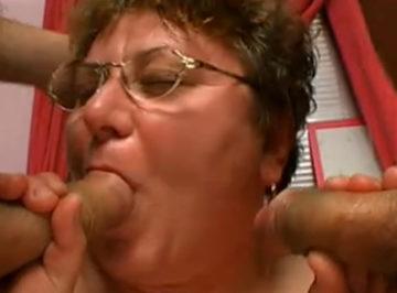 imagen a esta abuela se le ha ido la pinza por completo