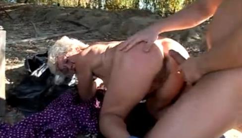 Follando a la abuela de mi novia parte 2 - 1 part 3