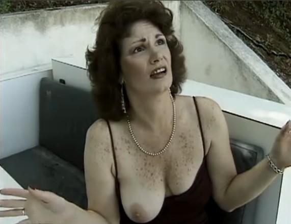 Zorra francesa follando con los amigos de su esposo 3