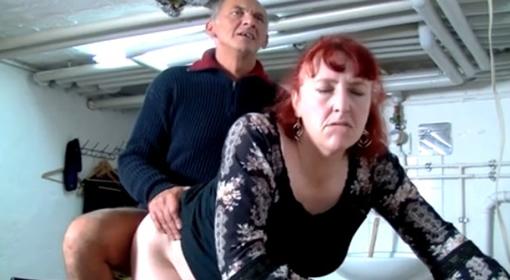 La esposa chupa el mejor amigo de su marido