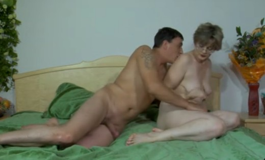Zorra francesa follando con los amigos de su esposo - 1 part 9