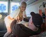 imagen reanimando a un paciente en la ambulancia