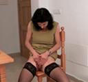 imagen madurita masturba su coño peludo