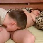 imagen sobrino lo intenta y su tia se deja