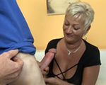 imagen abuela paga la reparacion con sexo