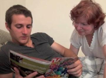 imagen Madre se interesa por el aburrimiento de su hijo