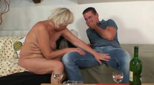 Madre follando con el novio de su hija