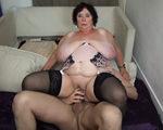 imagen Mujer viuda se presenta a un casting porno