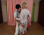 imagen Bailando arrimado con una vieja