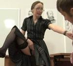 imagen Profesora pone cachondo a un alumno