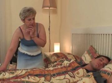 imagen Madre se folla a su hijo dormido