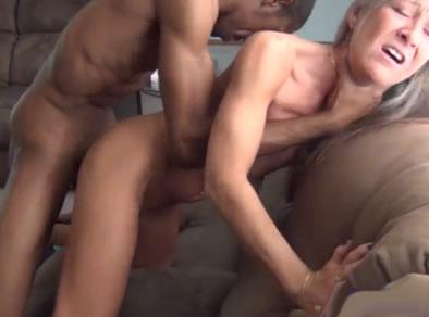 Joven puta colombiana masturbandose y squirting por dinero - 2 part 10