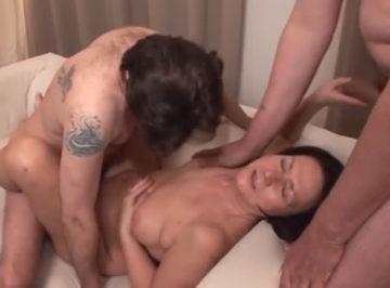 imagen Mujer casada descubre a su marido engañándola