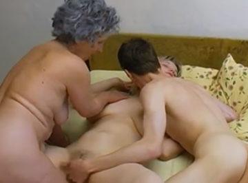 imagen Abuela se une a follar con su nieto y su novia