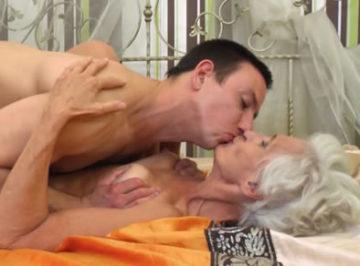 imagen Anciana de 75 años tiene sexo con un jovencito
