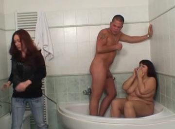 imagen Estaba follando con mi suegra y mi novia nos pilló