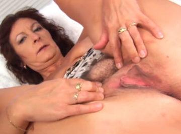 imagen El video privado de mi madre masturbándose