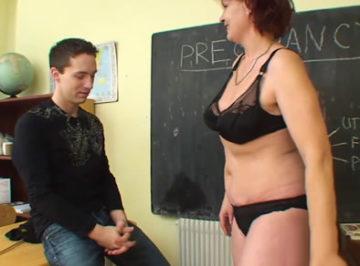 imagen Su vieja profesora consiguió seducirle