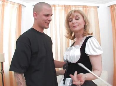 asistenta madura