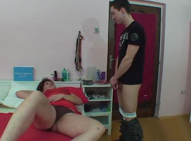 pillado masturbandose