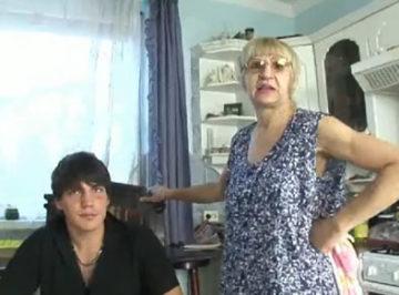 imagen Le pagan dinero por follarse a esta anciana