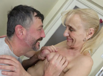 imagen Vieja viuda de 72 años follada por su vecino