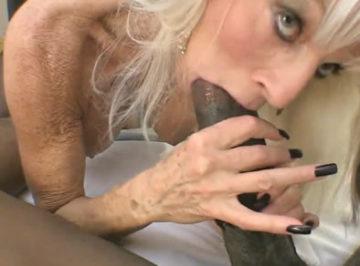 imagen Negro cachondo llama a una escort madura con experiencia