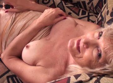 imagen Anciana de 70 años se masturba por primera vez frente a una cámara