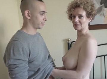 imagen Tetona española se folla a un jovencito de 20