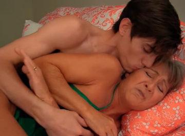 imagen Hijo borracho tiene sexo con su anciana madre