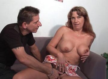 imagen Milf le dice a su marido que quiere una doble penetración