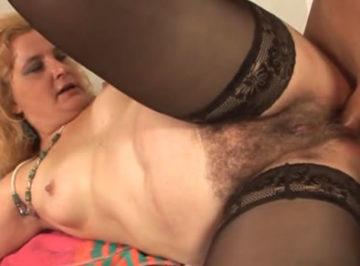 imagen Follando el chocho peludo de su señora en el baño