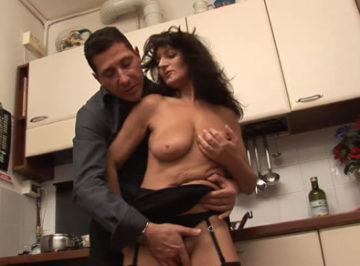 imagen Señora de 58 años follando con su cuñado