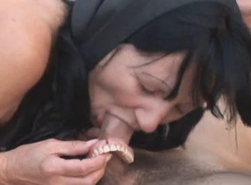 imagen Se quita la dentadura para hacer una mamada perfecta