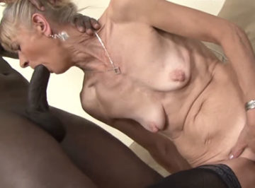 imagen Se corre dentro del culo de una anciana de 78 años