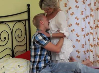 madre follando hijo