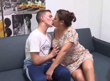 imagen Profesora española de 48 tiene sexo con su alumno de 18