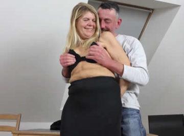 imagen Vieja se graba follando con su esposo, aun puede seducirle