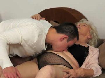 imagen La anciana estaba muy caliente, quería su polla