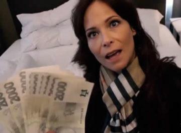 imagen Turista acepta dinero a cambio de tener sexo