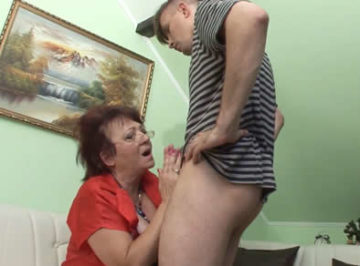 imagen Vieja degenerada tiene sexo con su hijo