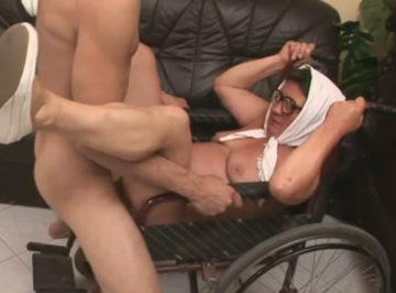 imagen Anciana follada por su cuidador