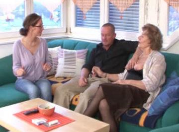 imagen Se folla a su suegra con el permiso de su esposa