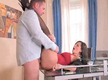 imagen Su secretaria siempre estaba a su servicio