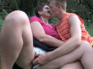 imagen Quedaba con su tía en el campo para que sus padres no se enterasen