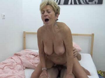 imagen Anciana de 83 años aun llega al orgasmo
