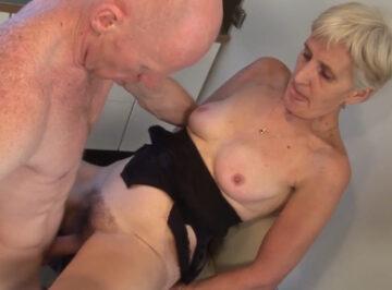 imagen Vieja de 79 años folla con su amante