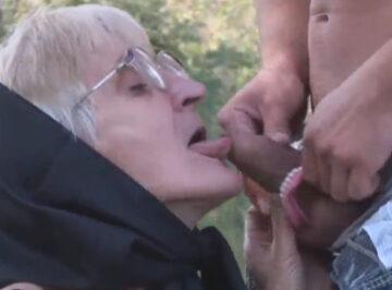 imagen Mi abuela se quita la dentadura para comérmela mejor