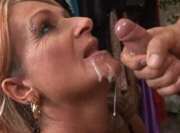 imagen Echando la leche en la boca de esa zorra