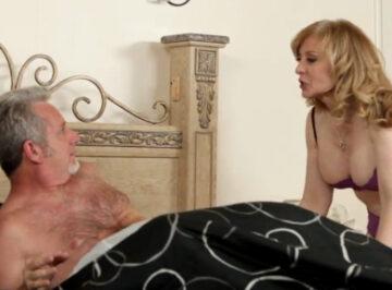 imagen Sorprendido por la madre de su yerno
